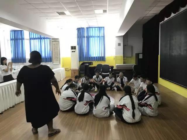 英语戏剧课上课流程:英锐戏剧课堂现场实况分享